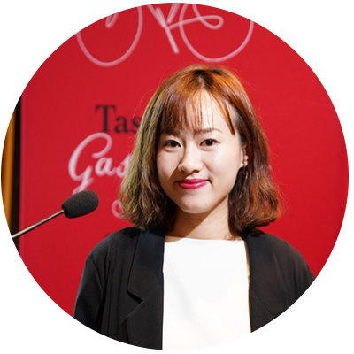 Juliette曾任职于中央台法语频道、知名影视公司、电影网站等,一直致力于拓展中法合作关系。 喜爱美食和电影,曾担任《锋味》现场导演,拍摄、采访过多位名厨。期待可以与更多人分享世界各地的美食和趣闻。